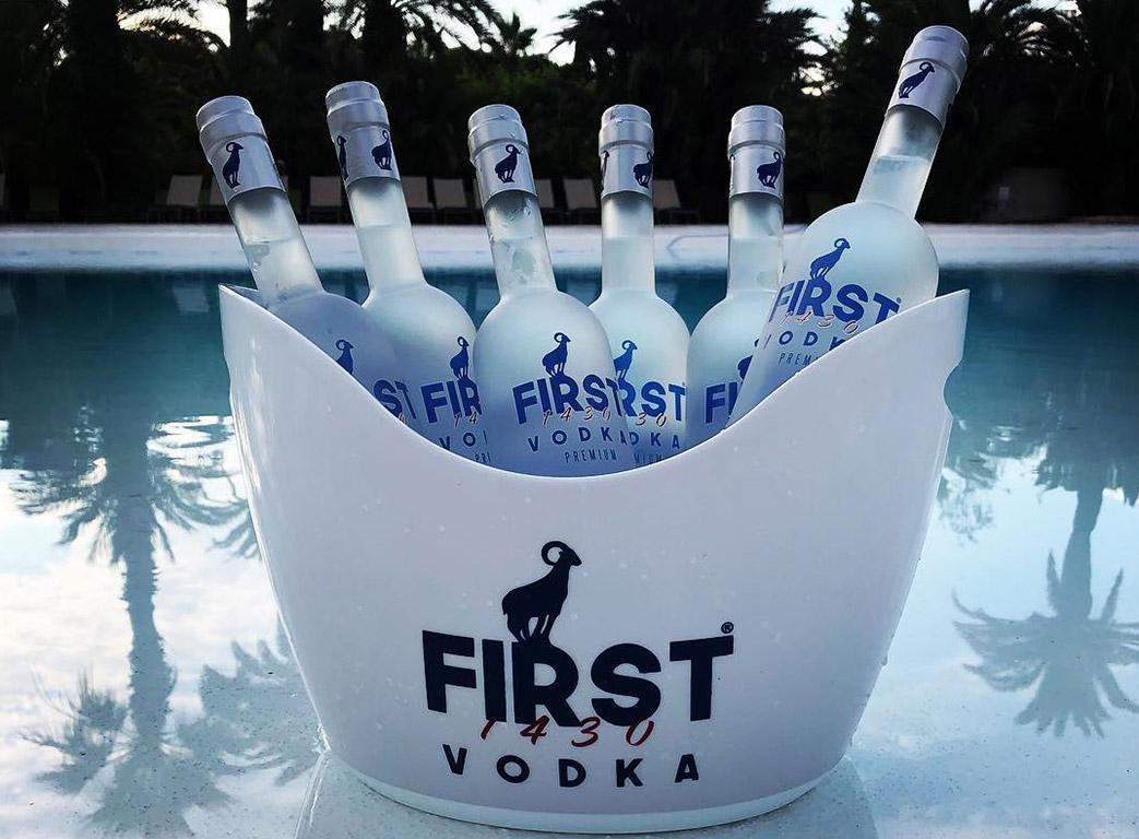 First Vodka seau